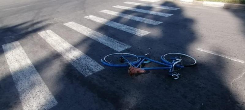 В Белгороде припаркованные машины не дали иномарке вылететь на тротуар, фото-2