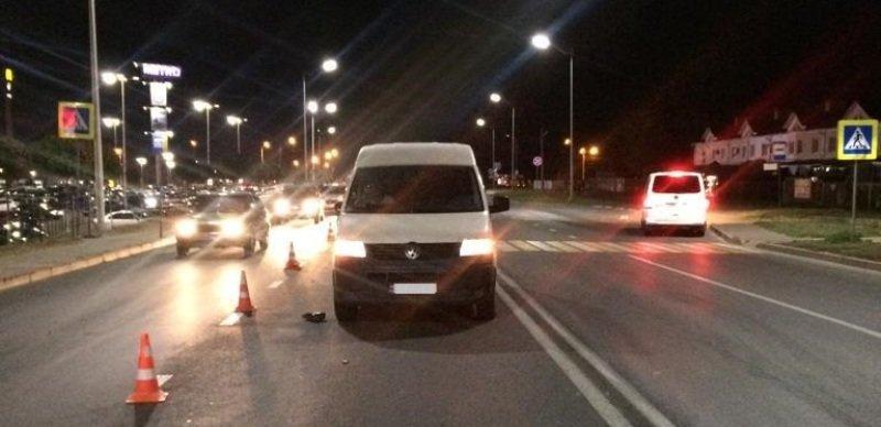 На белгородской трассе водитель ВАЗа влетел в КамАЗ , фото-1