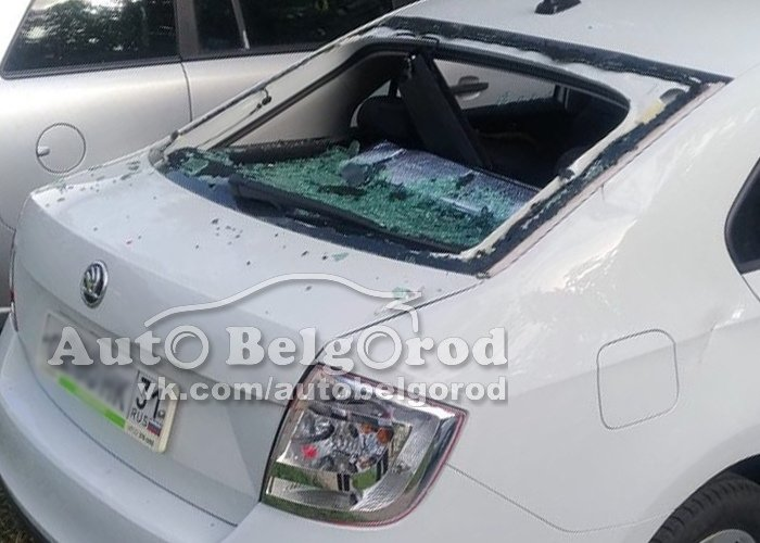 В Губкине неизвестные изрешетили крышу авто топором, фото-1
