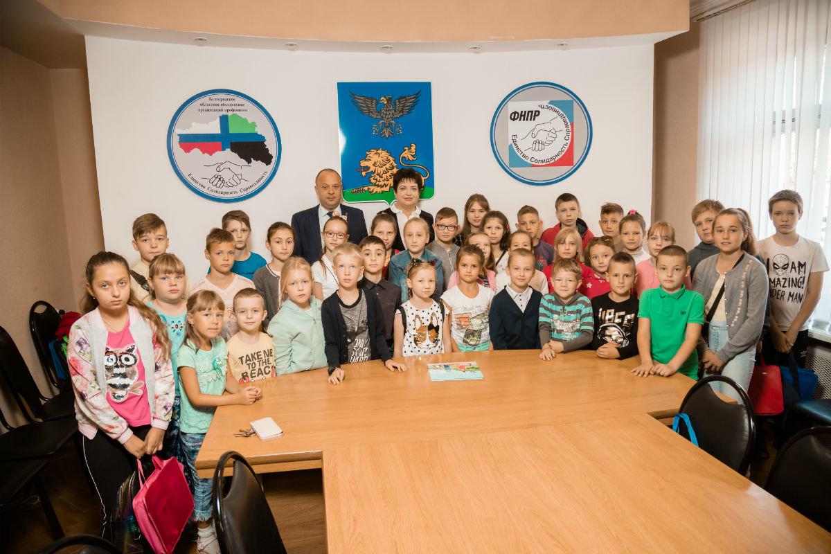 45 детей из многодетных и малообеспеченных семей получили подарки к началу учебного года, фото-4