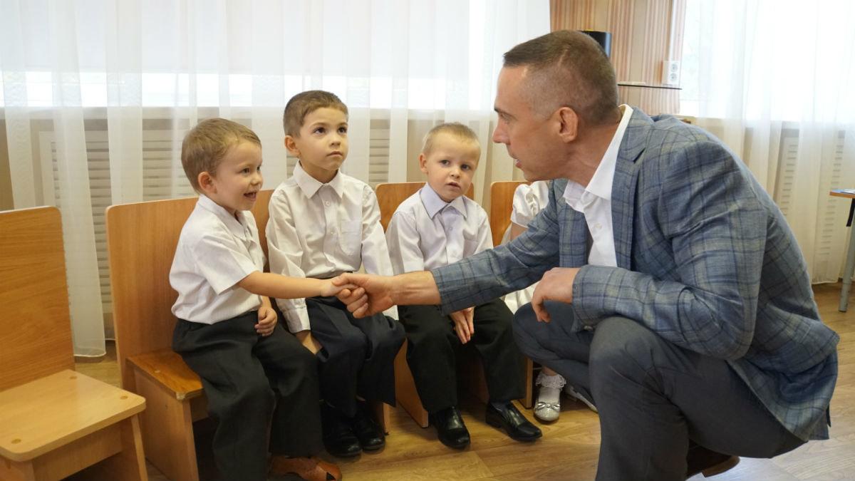 Сергей Фуглаев поздравил с Днём знаний детей из реабилитационного центра, фото-1