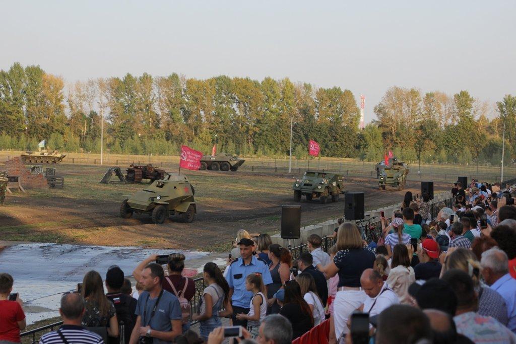 В Белгородской области День танкиста отметили парадом бронетехники, фото-1