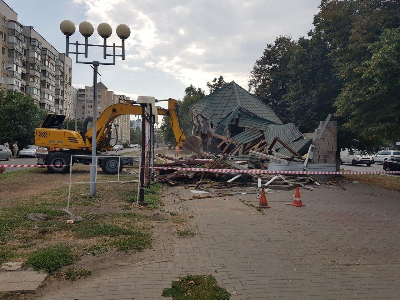 В Белгороде из-за реконструкции остановки «Водстрой» снесли магазин, фото-1