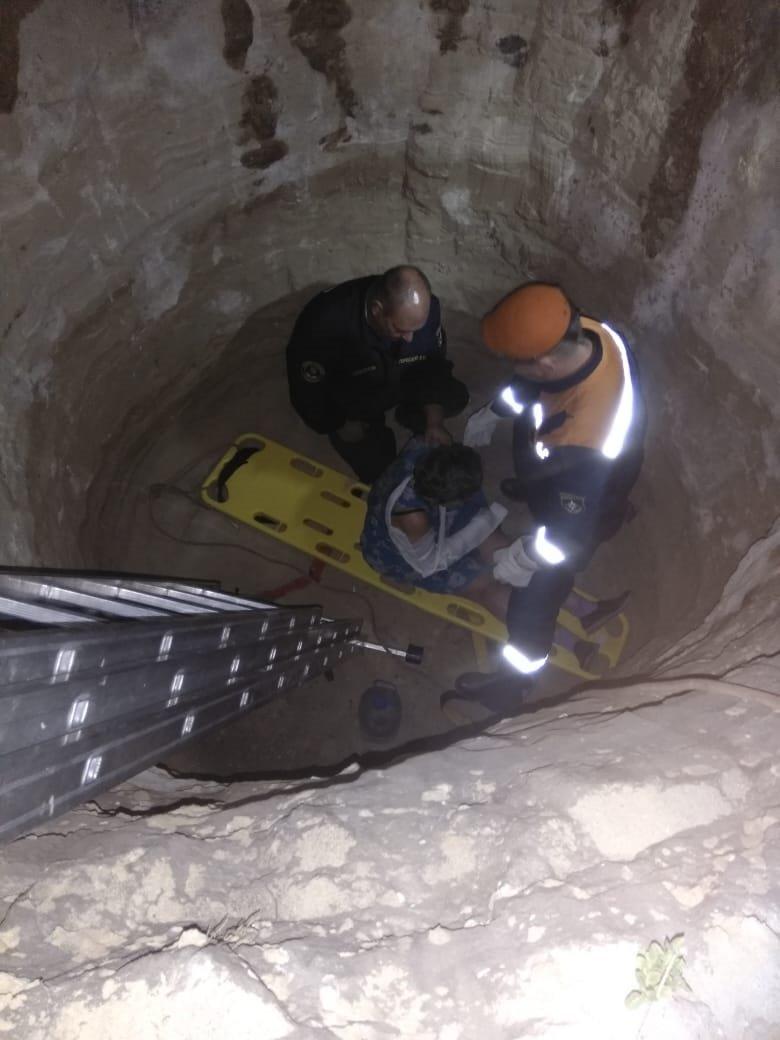 В Старом Осколе спасли упавшую в канализационную яму женщину, фото-1