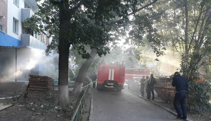 В Белгороде из охваченной пламенем квартиры спасли 57-летнего мужчину, фото-1