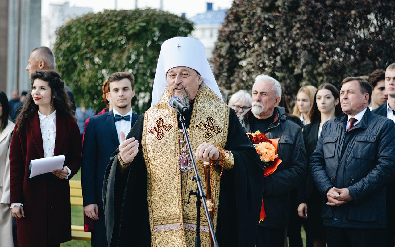 В Белгороде появилась скульптура «Вручение диплома», фото-6