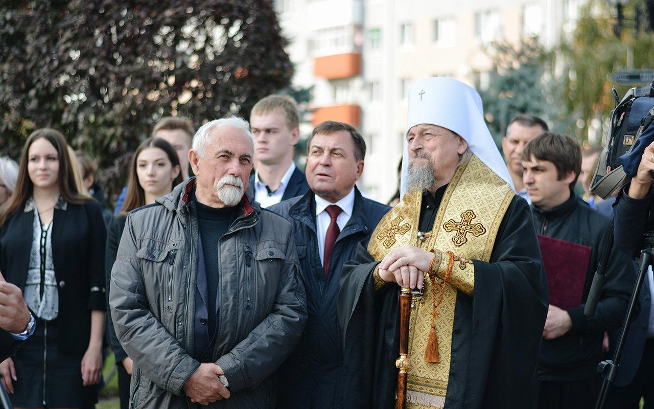 В Белгороде появилась скульптура «Вручение диплома», фото-5