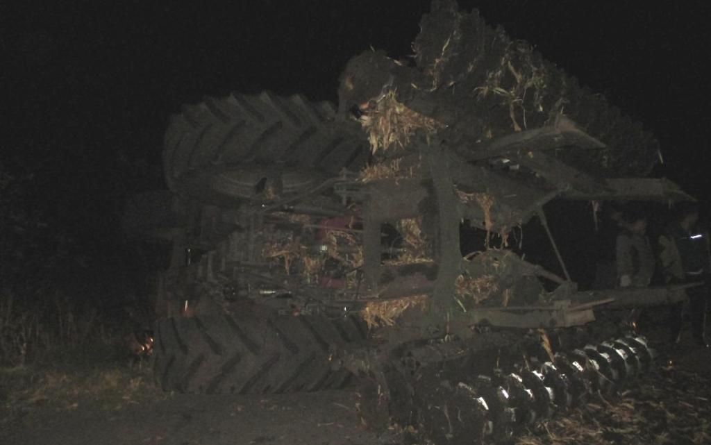 Под Белгородом перевернулся тракторист, фото-1