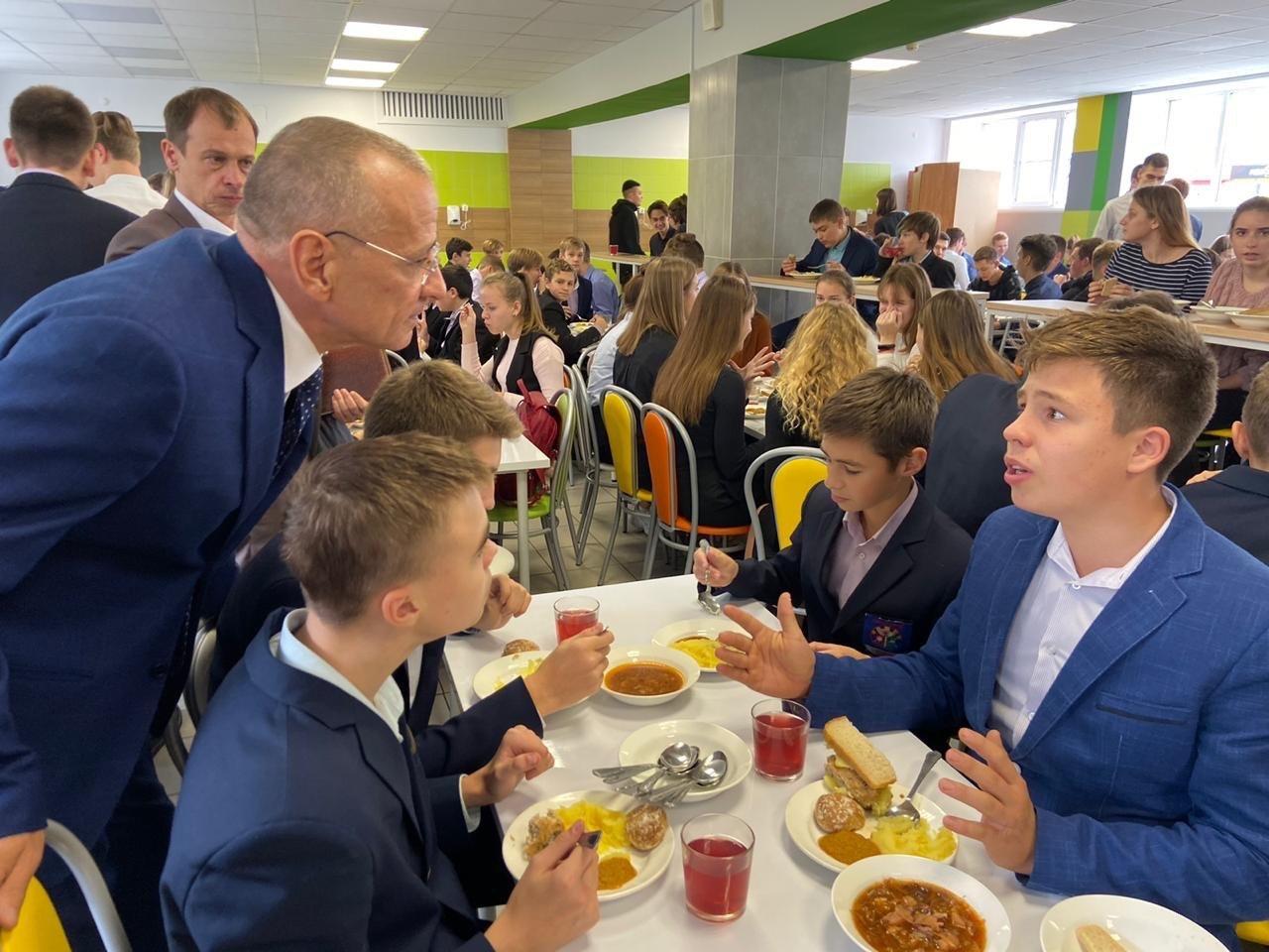 Мэр Белгорода оценил меню школьных столовых, фото-1
