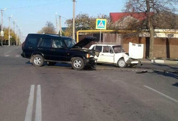 Под Белгородом водитель «Шевроле» сбил рекламный билборд, фото-5
