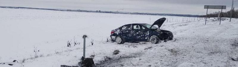 Под Белгородом водитель «Лады» врезался в опору освещения, фото-2
