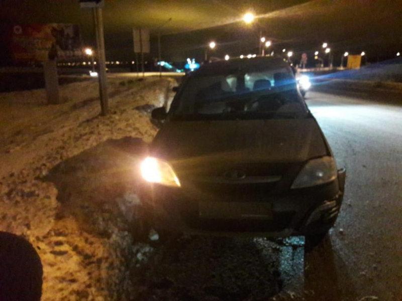 Под Белгородом водитель «Лады» врезался в опору освещения, фото-1
