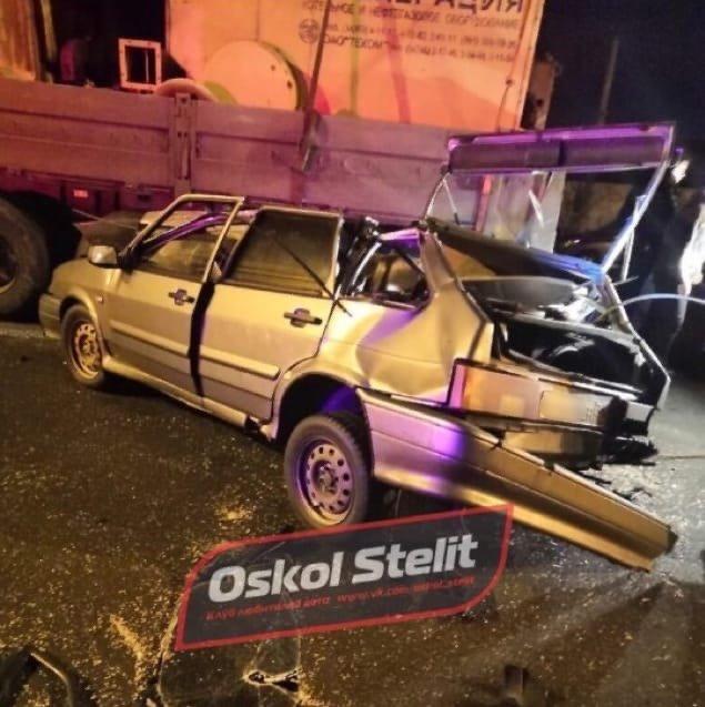 В Белгородской области легковушка влетела в стоящий грузовик, водитель в больнице, фото-2