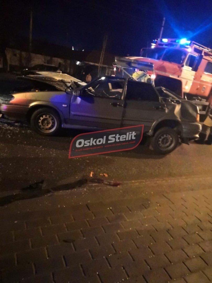 В Белгородской области легковушка влетела в стоящий грузовик, водитель в больнице, фото-3