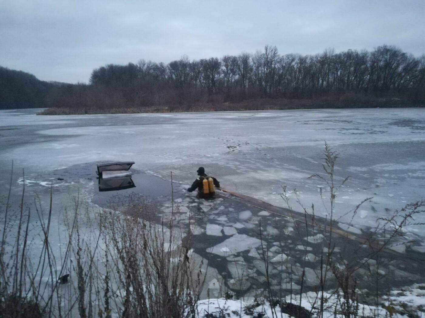 В Белгородском районе под лёд провалился автомобиль, фото-1