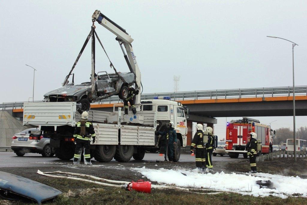 На трассе под Белгородом спасли людей из охваченной пламенем машины, фото-9