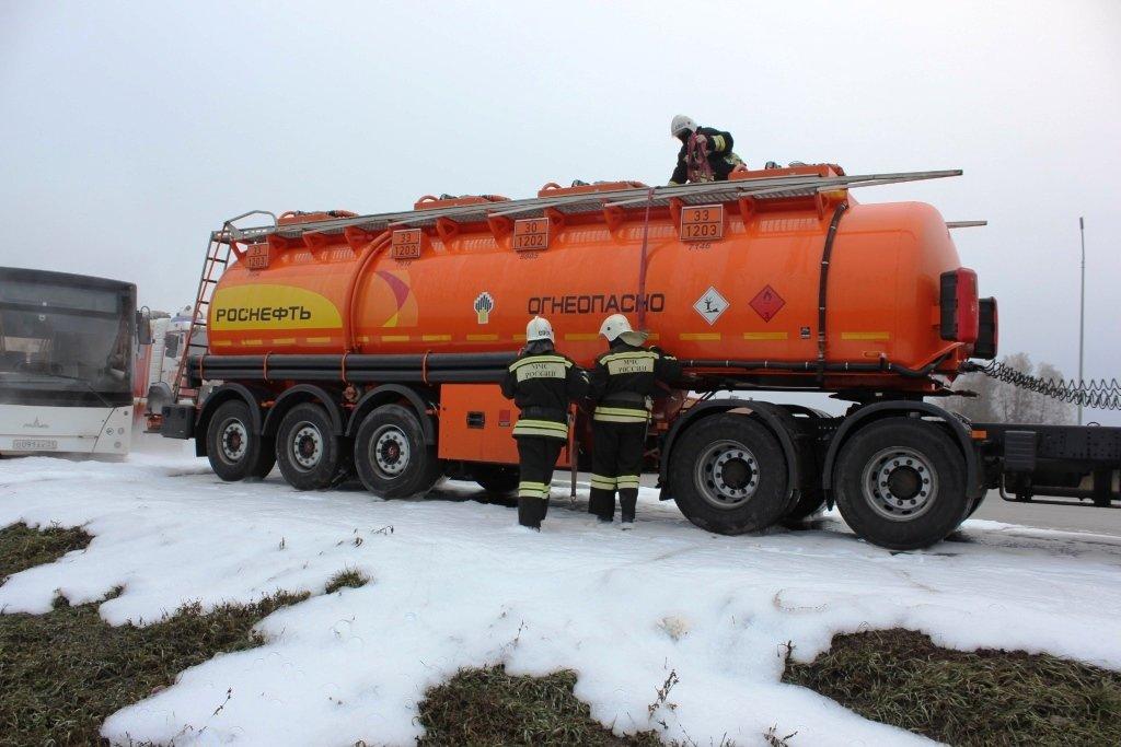 На трассе под Белгородом спасли людей из охваченной пламенем машины, фото-4