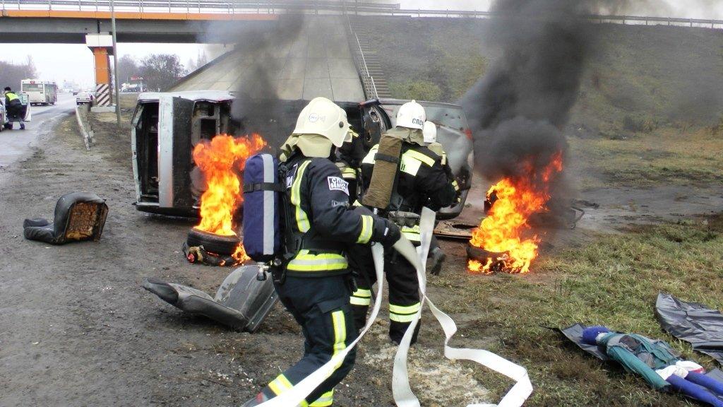 На трассе под Белгородом спасли людей из охваченной пламенем машины, фото-5