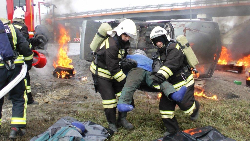 На трассе под Белгородом спасли людей из охваченной пламенем машины, фото-6
