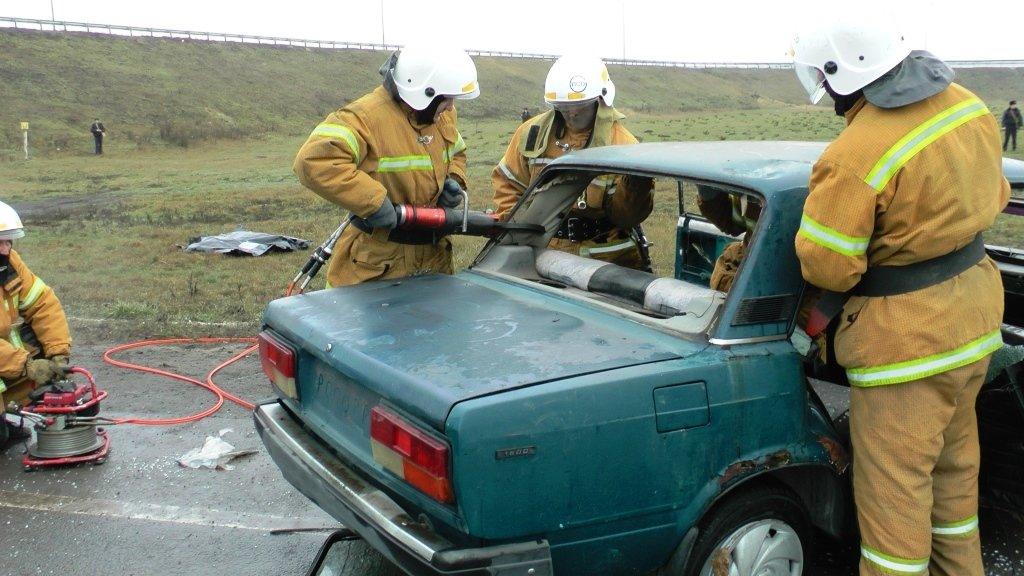 На трассе под Белгородом спасли людей из охваченной пламенем машины, фото-7
