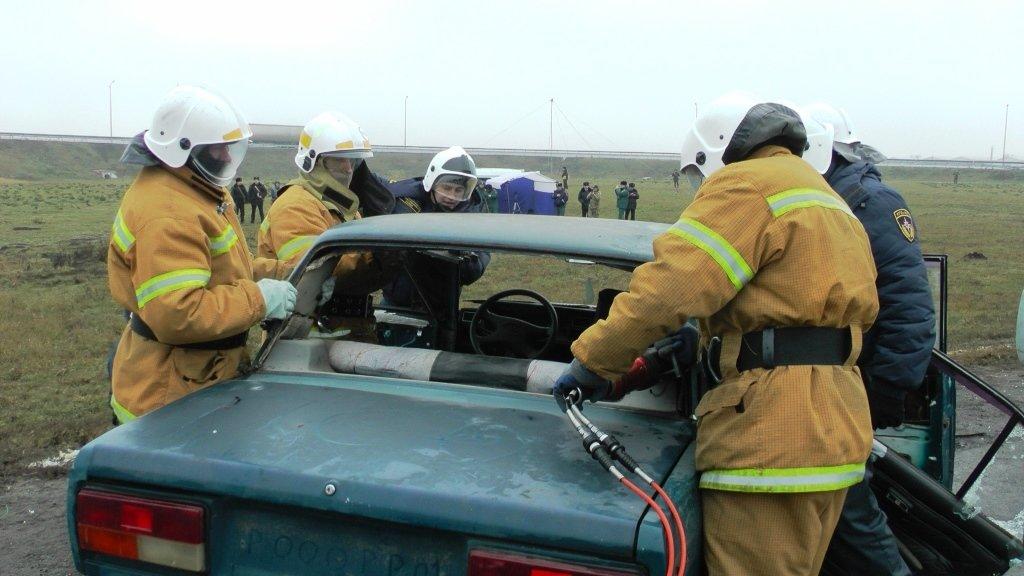 На трассе под Белгородом спасли людей из охваченной пламенем машины, фото-8
