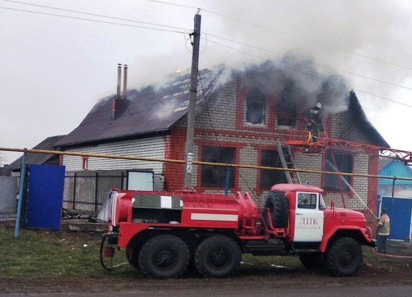 В Белгородской области в жилом доме из-за пожара обрушилась крыша, фото-1