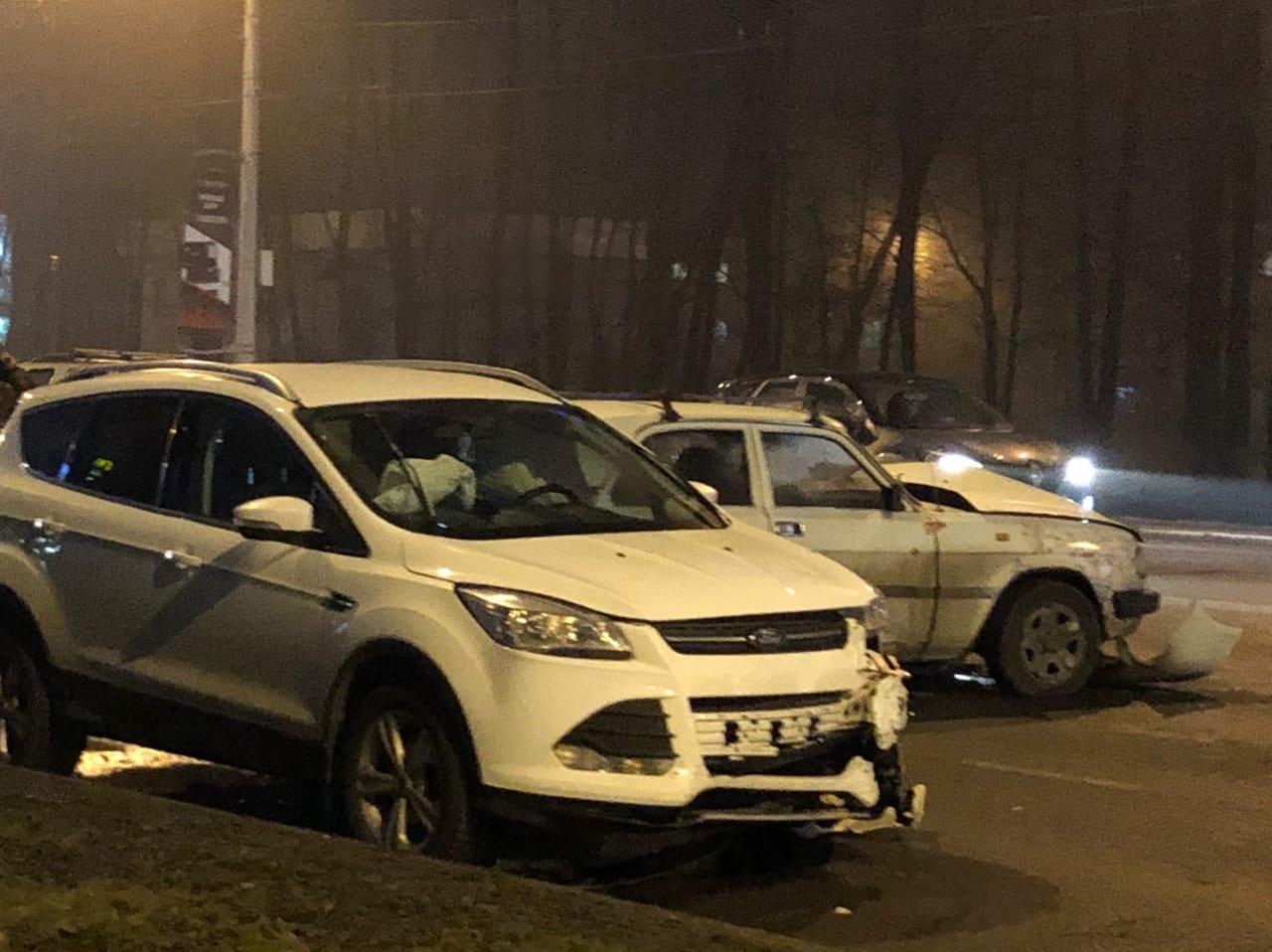 В Белгороде ДТП с четырьмя машинами парализовало движение на Богданке , фото-2