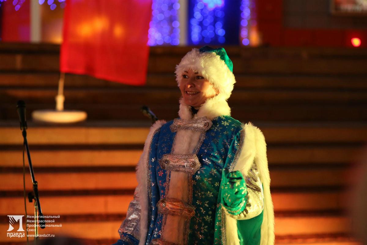 Дед Мороз и Снегурочка поздравили с новогодними праздниками жителей 15-го округа Белгорода, фото-5