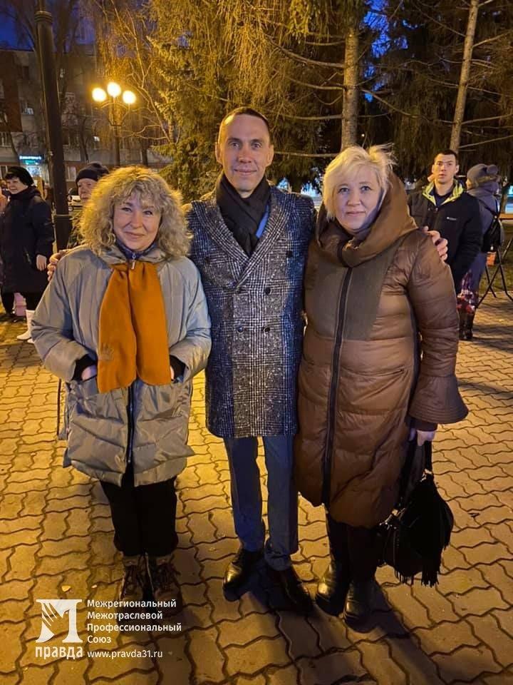 Дед Мороз и Снегурочка поздравили с новогодними праздниками жителей 15-го округа Белгорода, фото-4