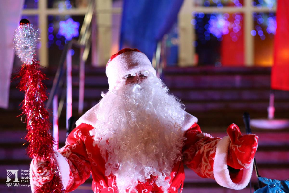 Дед Мороз и Снегурочка поздравили с новогодними праздниками жителей 15-го округа Белгорода, фото-3