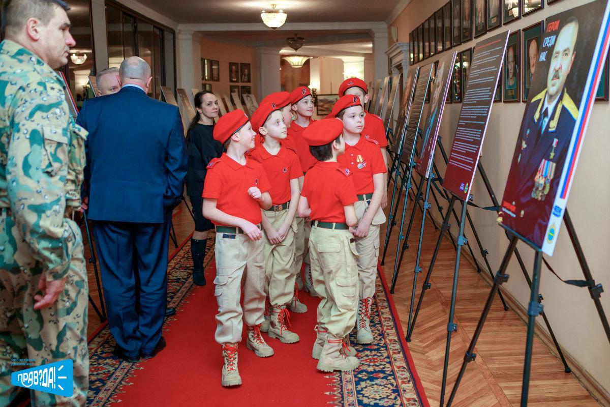 Молодёжное движение «Прав? Да!» представило фотовыставку о героях на 105-летии Дальней авиации, фото-1