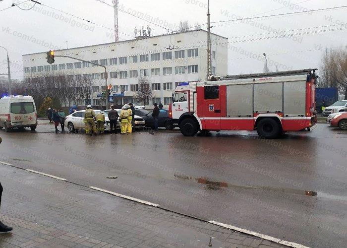 В Белгороде на Губкина столкнулись три авто, фото-2