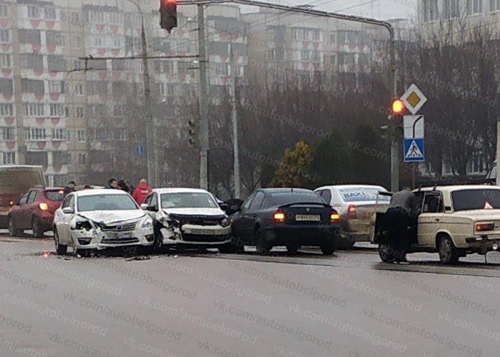В Белгороде на Губкина столкнулись три авто, фото-1