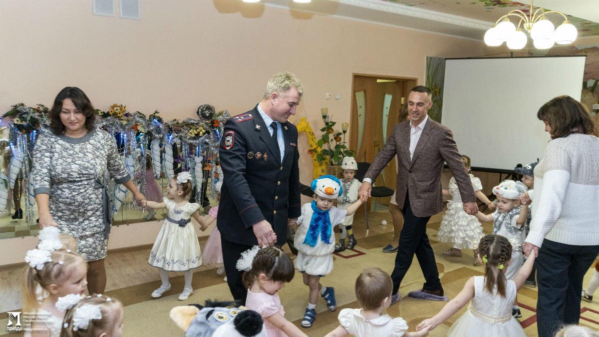 Профсоюз «Правда» организовал новогодние праздники для своих маленьких друзей, фото-15