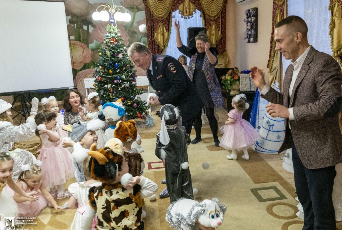 Профсоюз «Правда» организовал новогодние праздники для своих маленьких друзей, фото-16