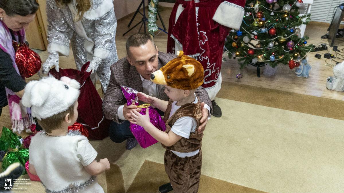 Профсоюз «Правда» организовал новогодние праздники для своих маленьких друзей, фото-17