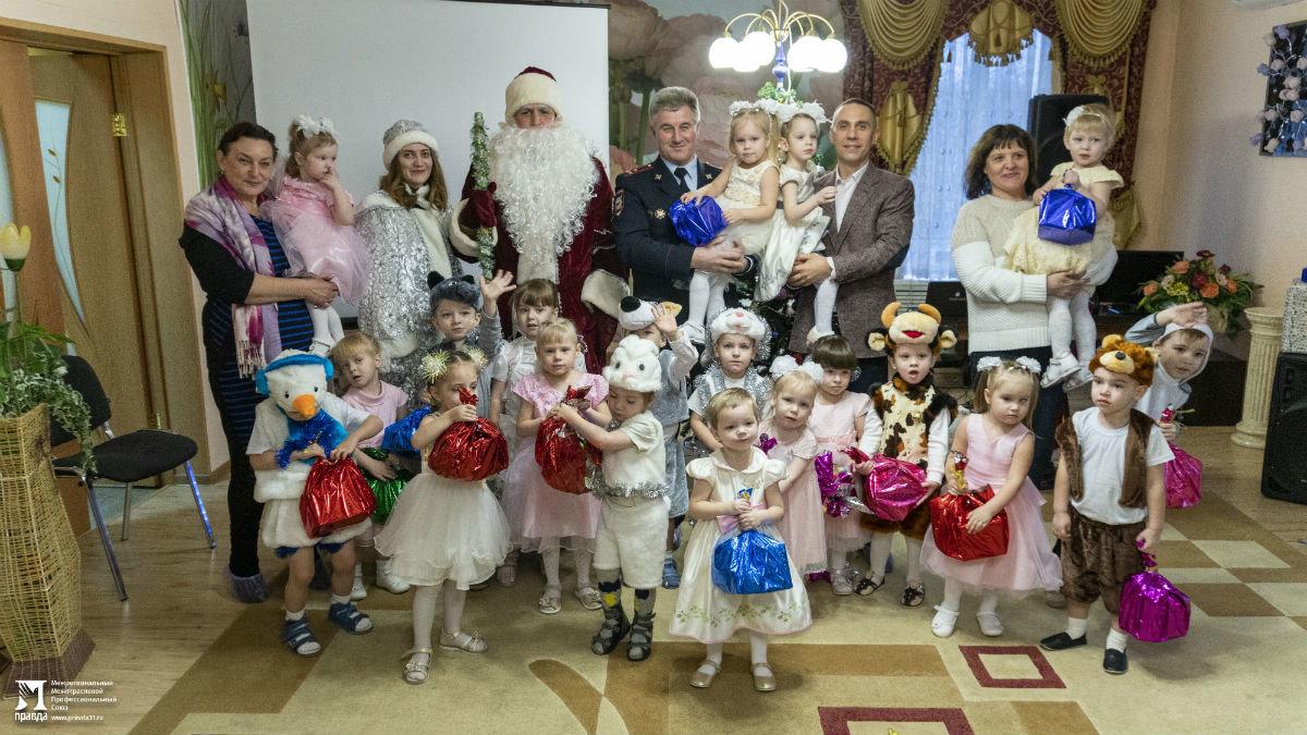 Профсоюз «Правда» организовал новогодние праздники для своих маленьких друзей, фото-18