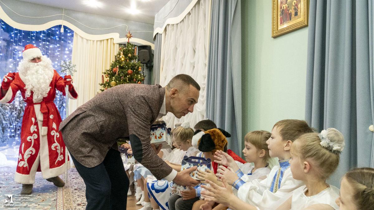 Профсоюз «Правда» организовал новогодние праздники для своих маленьких друзей, фото-1
