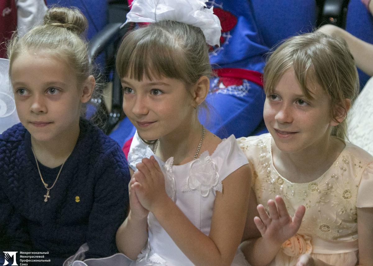 Профсоюз «Правда» организовал новогодние праздники для своих маленьких друзей, фото-27