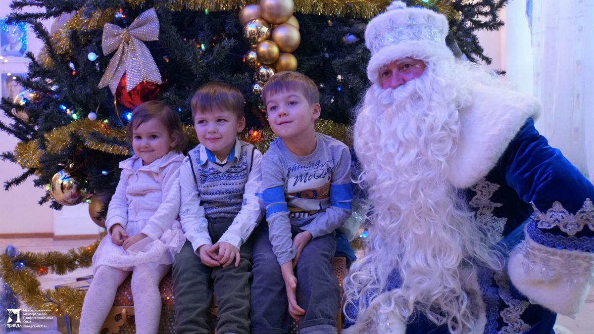 Профсоюз «Правда» организовал новогодние праздники для своих маленьких друзей, фото-5
