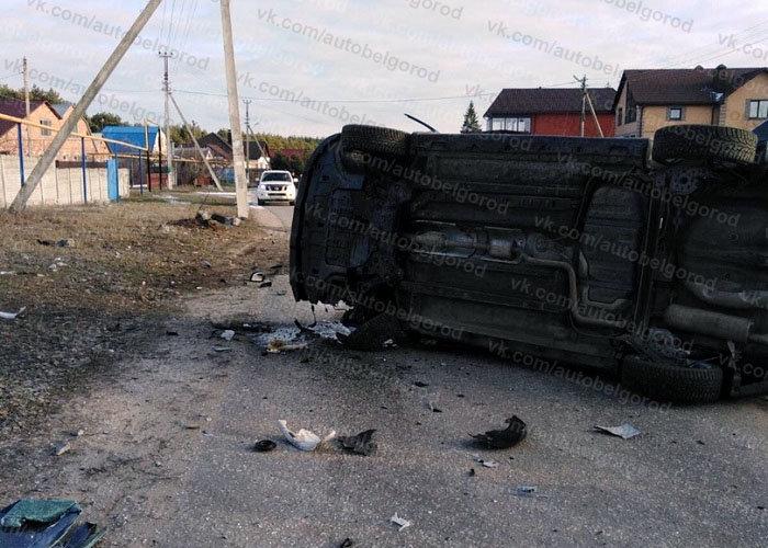 В Белгородском районе иномарка врезалась в столб и перевернулась, фото-3