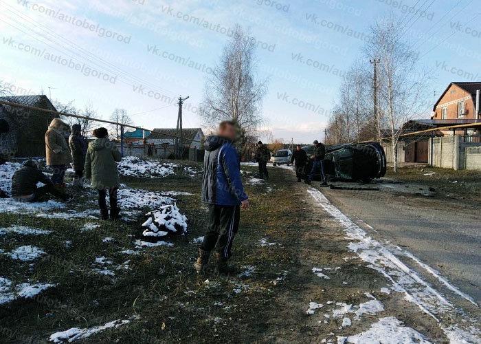 В Белгородском районе иномарка врезалась в столб и перевернулась, фото-4