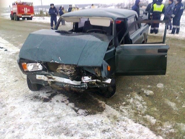 Трое пострадавших в ДТП под Белгородом оказались зажаты смятым металлом, фото-1