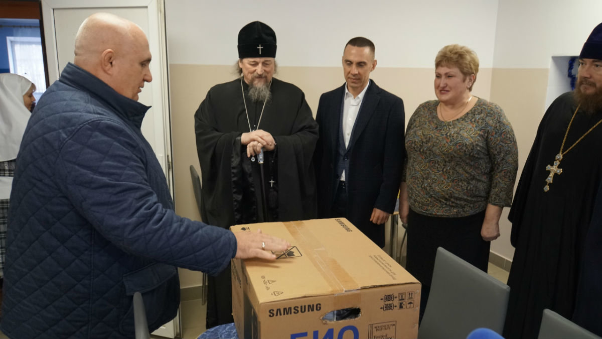 Митрополит Иоанн, мэр Белгорода Юрий Галдун и Сергей Фуглаев посетили центр «Милосердия и забота» в Белгороде, фото-1