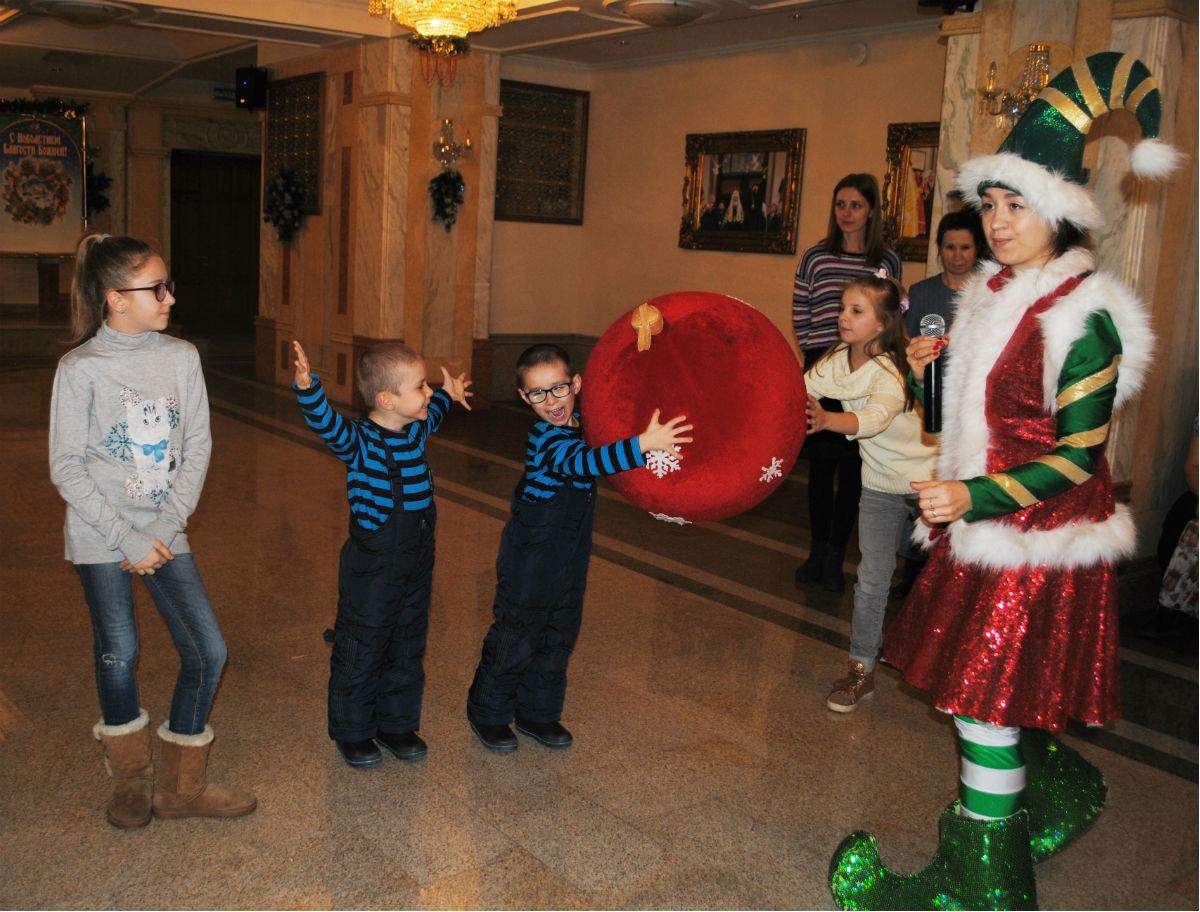 Дети из многодетных семей Белгородской области получили новогодние подарки , фото-3