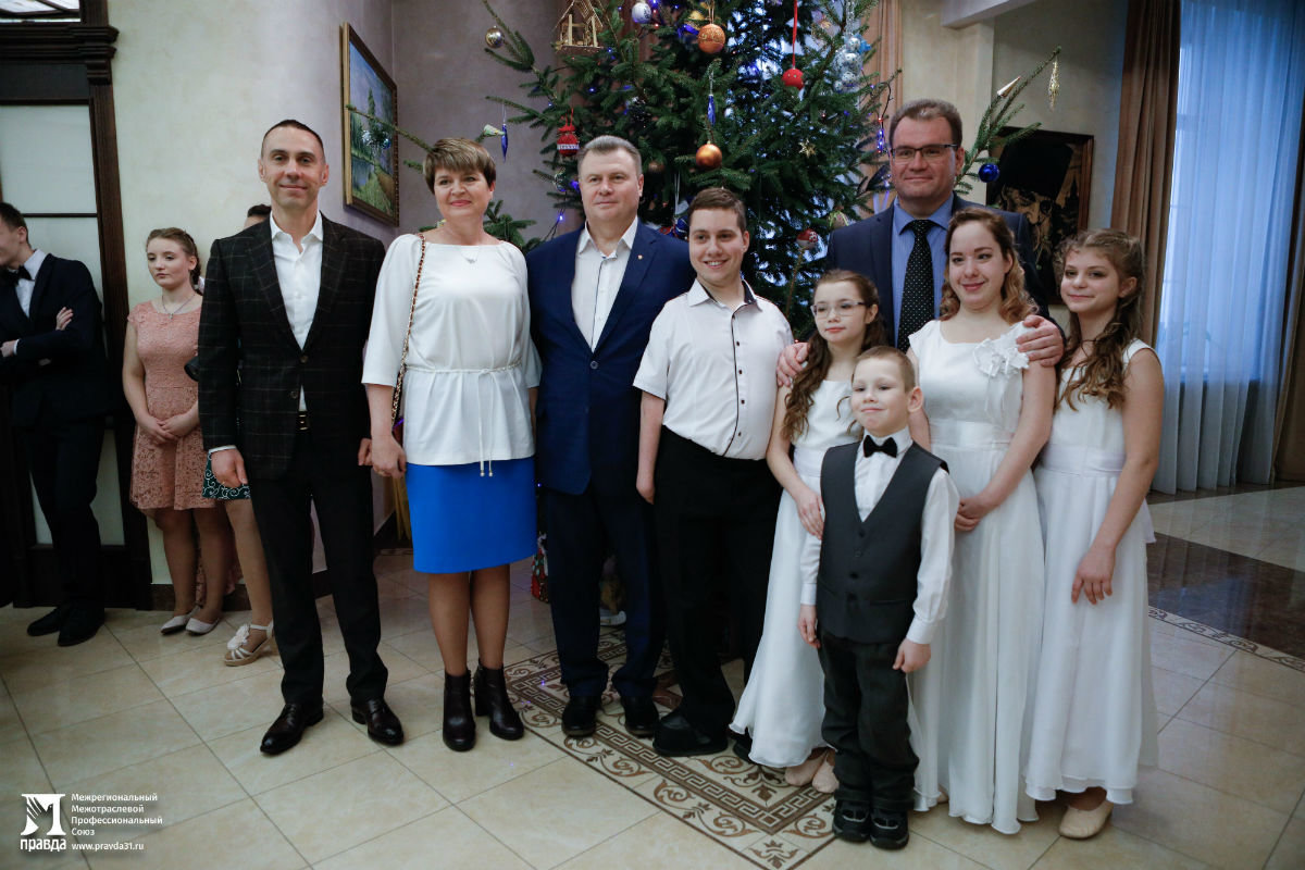 В Белгородской митрополии прошёл семейный праздник для детей из социальных центров, фото-1
