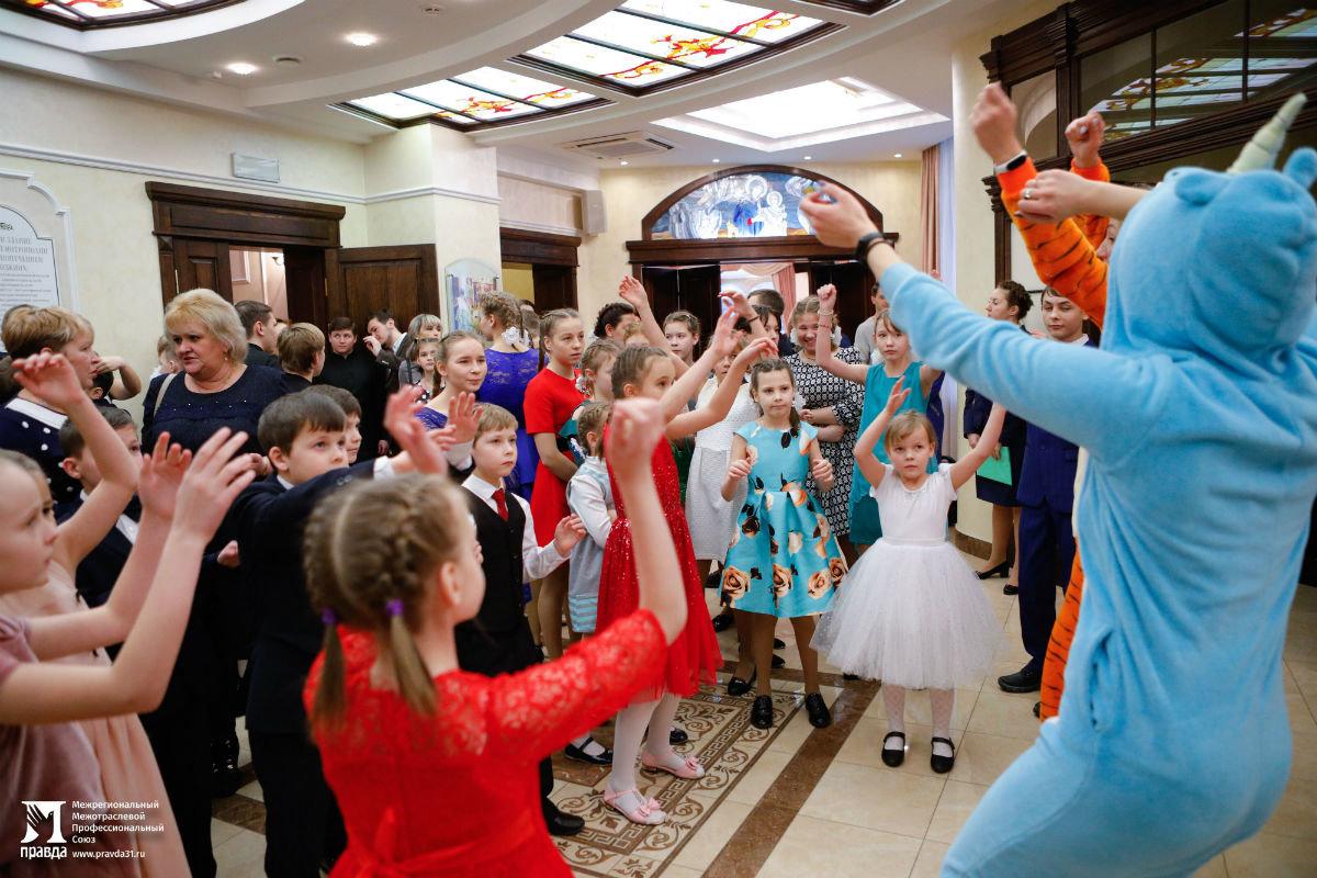 В Белгородской митрополии прошёл семейный праздник для детей из социальных центров, фото-2