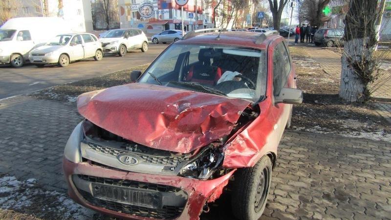 Под Белгородом иномарка влетела в КамАЗ, фото-1