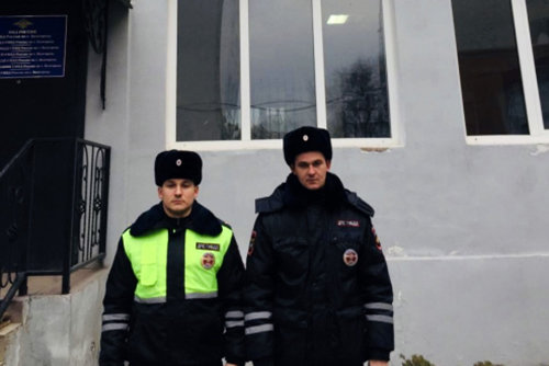 В Белгороде автоинспекторы помогли доставить ребёнка с эпилепсией в больницу, фото-1