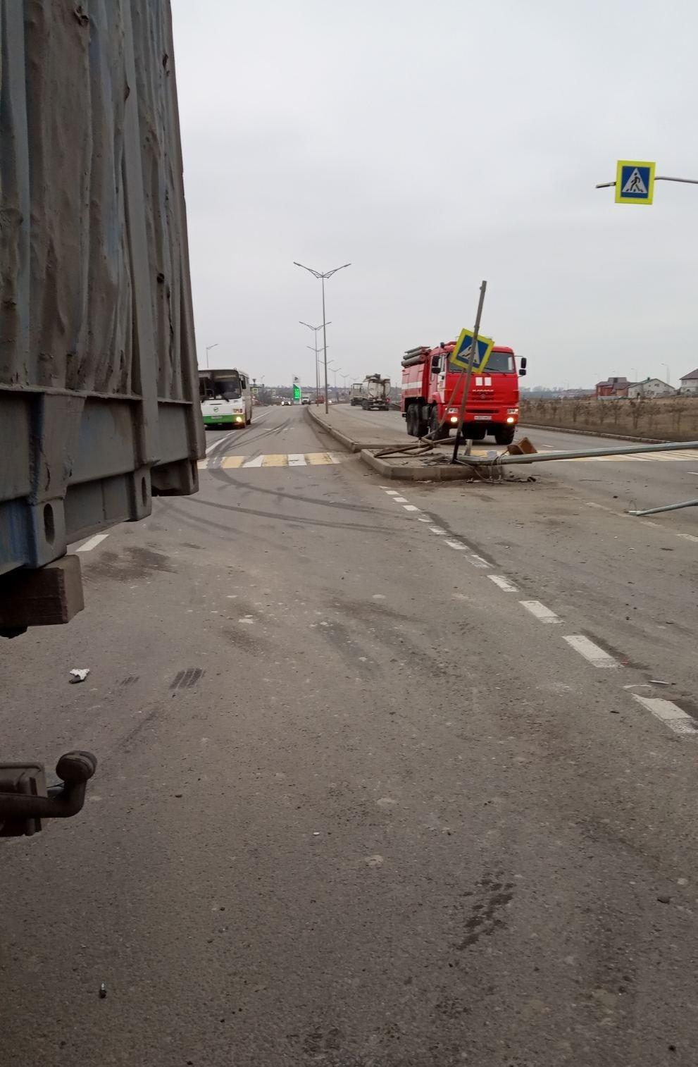 Под Белгородом грузовик снёс опору ЛЭП, фото-3